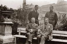 Jan Wedel (siedzi zprawej) zczłonkami rodziny Whiteheadów (Charles Karol, Alfred iFranciszek), lata 30., Marki koło Warszawy, fot. archiwum Elżbiety Jasińskiej/FOTONOVA