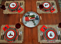 57 Classy Christmas Table Decorations and Settings That Look Incredibly Beautiful Rustic Cafe, Modern Rustic Decor, Rustic Design, Rustic Office, Rustic Bench, Rustic Shelves, Rustic Outdoor, Rustic Theme, Rustic Industrial