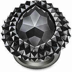 Swarovski Vesuve Bague -S'inspirant d'un look noir intégral et de clous, cette éblouissante bague cocktail étincelle en cristal Jet et Jet Hematite. La technique Pointiage® encerclant le somptueux
