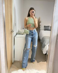 Gold Wallpaper, Girl Things, Clothing Ideas, My Mom, Cool Girl, Style Me, Mom Jeans, Outfit Ideas, Ootd