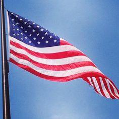 #Repost @monajarshall  #americanflag #flag #oldglory #redwhiteandblue #thestarsandstripes #starspangledbanner #chicago #navypierchicago #navypier #blueskies #summer