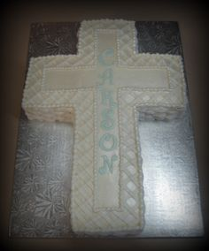 Baptism--Basketweave & Lattice Been doin a lot baptisms lately. This is a quarter sheet butter cream cake. She wanted it super plain. Baby Boy Baptism, Boy Christening, Baptism Party, Baptism Ideas, Confirmation Cakes, Baptism Cakes, Baptism Cross Cake, Cross Cakes, Foto Pastel