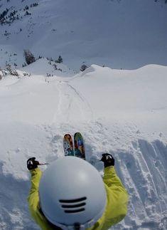 Descente en ski. #skier #montagne #neige Visit snowsportsproducts.com for endorsed products with big discounts.