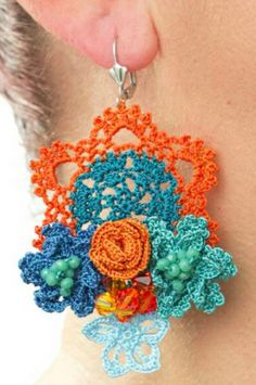 Crochet Keychain Pattern, Crochet Jewelry Patterns, Crochet Flower Patterns, Crochet Accessories, Crochet Motif, Crochet Yarn, Crochet Flowers, Crochet Hooks, Jewelry Crafts