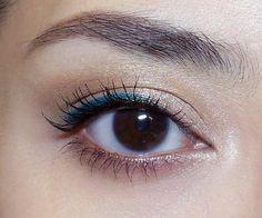 5-minute Colorful Half-Liner Eye Look.