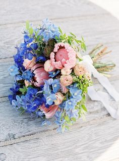 Summery blue bouquet: http://www.stylemepretty.com/destination-weddings/2016/01/17/elegant-midcentury-inspired-beach-elopement/ | Photography: http://www.festtagsfotografien.com/