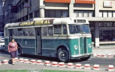 The most elusive type of bus during my visit, although I did manage to get a ride on one. They had spring-operated preselector gearboxes as opposed to the pneumatic type used in London. Ps 13, Old Lorries, Buses, Illinois, Chicago, London, Type, Spring, Battle