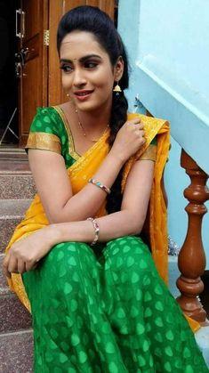 Beautiful Saree, Beautiful Indian Actress, Beautiful Women, Indian Natural Beauty, Indian Beauty Saree, Indian Teen, Indian Girls, Beauty Full Girl, Beauty Women