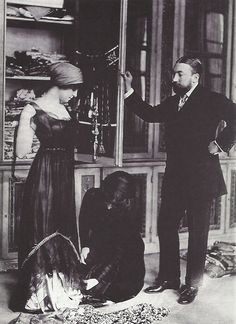 fantomas-en-cavale:  Paul Poiret dans son atelier, années 1910