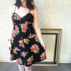 American Eagle Outfitters floral print dress! American Eagle Outfitters floral print dress! Perfect spring lightweight dress. States size 8 could fit medium as well. American Eagle Outfitters Dresses Maxi