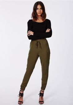 Storm the streets in these sassy khaki staple joggers. With silky elasticated tie waistband, wide cargo pockets on the outer thigh and cuffed ankles these pants are the ultimate in slick. Team with a cami, leather biker jacket and ankle boo. Classic Outfits, Casual Outfits, Fashion Outfits, Women's Fashion, Casual Clothes, Winter Outfits, Summer Outfits, Slacks For Women, Trousers Women