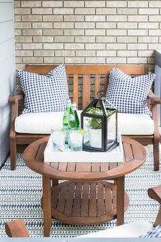 How To Decorate a Small Patio You'll Love - Inspiration For Moms Are you intimidated by a super tiny front porch? I'll show you how to decorate a small patio beautifully with just a few basic accessories! Decor, Small Porches, Outdoor Decor, Small Patio Furniture, Small Patio Design, Patio Decor, Front Patio, Patio Table, Apartment Patio Decor
