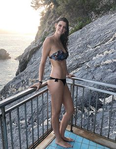 Εδώ μοιράζεται με το υπόλοιπο Instagram την αγάπη της για τη θάλασσα... Relax, Bikinis, Swimwear, Thong Bikini, Boat, Instagram, Sports, Fashion, Drum Kit
