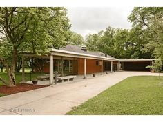 Incredible Flossmoor Estates Mid-Century modern brick ranch, designed by noted architect Bertrand Goldberg. One of just a handful of single family homes he designed.  He's most famous for designing Marina City. Vast chef's kitchen with massive cooking island, two sinks, new cooktop, oven and dishwasher.  Huge buffet/desk area with tons of storage.  Open concept layout. New furnace and all new carpet and new grasscloth wall coverings. Vaulted wood truss ceiling, open layout…