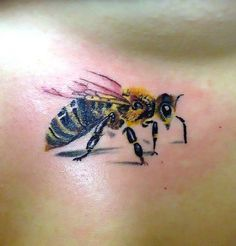Cute little realistic bee from Ruslan Moshkin at hammersmith tattoo – Tattoos pictures – Tattoo ideas Head Tattoos, Mini Tattoos, Body Art Tattoos, Tattoos For Guys, Cool Tattoos, Tatoos, Bumble Bee Tattoo, Honey Bee Tattoo, 16 Tattoo