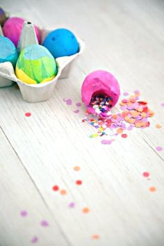 Cascarones are brightly colored, confetti filled eggs. Start a new tradition this year and make cascarones, the ultimate DIY Easter and fiesta party favor or decoration. Diy And Crafts Sewing, Crafts For Girls, Crafts To Sell, Diy Crafts, Slider Buns, Confetti Eggs, Paper Confetti, Fiesta Party Favors, Craft Wedding