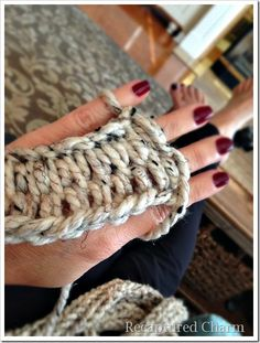 How to finger knit and covering a wreath