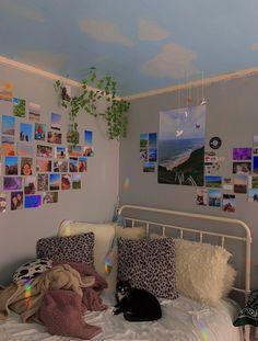 Indie Bedroom, Indie Room Decor, Teen Room Decor, Aesthetic Room Decor, Aesthetic Indie, Indie Dorm Room, Hipster Bedrooms, Cool Room Decor, Room Design Bedroom