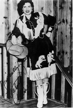 PATSY CLINE:    COUNTRY SINGER