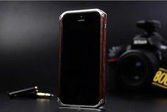 Mobile Fun: Custodia SenseCover Moshi per iPhone 5s / 5 Brushed