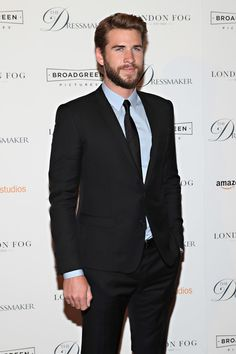 Liam Hemsworth Photos Photos - Actor Liam Hemsworth attends as London Fog presents a New York special screening of 'The Dressmaker' on September 16, 2016 in New York City. - London Fog Presents a New York Special Screening of 'The Dressmaker'