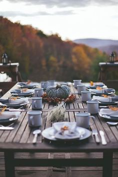 Don't you want to go there and drink coffee on a crisp autumn morning? Simple rustic fall outdoor table setting