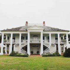 Evergreen Plantation in Louisiana was used as a set for some of Quentin Tarantino's Django Unchained! / Find 10 essential activities for a weekend in New Orleans on A Globe Well Travelled