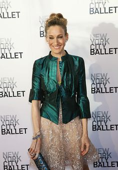 How she does it? ALL about the fashion icon Sarah Jessica Parker: http://www.clubfashionista.com/2013/02/sarah-jessica-parker.html  #clubfashionista #icon #fashionicon #SJP #sexandthecity
