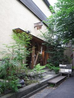Mukuri, Daikanyama House Entrance, Entrance Doors, Japanese Plants, Japanese Gardens, Japanese Style House, Pool Fence, Green Garden, Garden Projects, Home Art