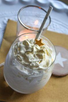 Je hebt slechts wat slagroomijs, karamel siroop, afgekoelde koffie en wat slagroom nodig om deze karamel droom van ijs op tafel te toveren.