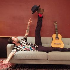 Lorenzo Jovanotti plays with Borsalino.