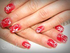 unghie gel rosso,con fiori bianchi