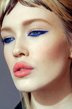 Electric blue eye liner, cool cat eyes!