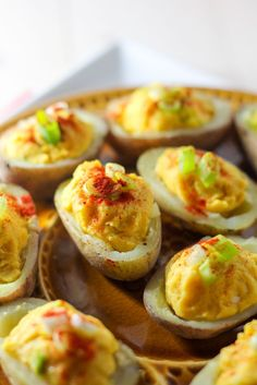 nl Stuffed Potatoes with Curry Hummus, plantbites. Vegetarian Recepies, Vegetarian Appetizers, Easy Appetizer Recipes, Vegetarian Cooking, Vegan Recipes, Vegan Food, Vegan Christmas Dinner, Christmas Snacks, Real Food Recipes