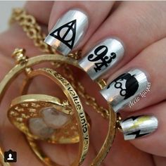 from Accio Lacquer how cute is her Harry Potter manicure! Harry Potter Nail Art, Harry Potter Nails Designs, Harry Potter Outfits, Harry Potter Love, Harry Potter Makeup, Harry Potter Schmuck, Bijoux Harry Potter, Cute Nails, Pretty Nails