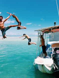 Surfing holidays is a surfing vlog with instructional surf videos, fails and big waves Summer Goals, Summer Of Love, Summer Fun, Summer Beach, Summer Dream, Friends Trip, With Friends, Summer Vibes, Khao Lak Beach