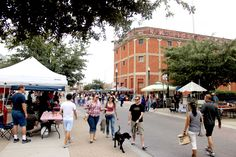 El Paso Artist and Farmers Market Every Saturday, from 9 a.m. to 1 p.m. As a year-round event, it is easy to overlook an El Paso institution such as the Downtown Artist and Farmers Market. However, its original approach to arts and genuine local vibe make it a great source for locally grown agricultural produce...