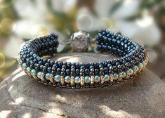 Perlenanleitung Elizabeth Armband aus Rocailles und Swarovski Kristall-Perlen, mit 2-Nadel-Technik Raw (Rechtwinkelstich), Sprache: DEUTSCH
