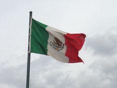 México...los colores del Ejército Trigarante y el Águila y la Serpiente de la leyenda azteca de la fundación de Tenochtitlán.