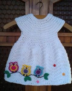 Chevron Chic Baby Dress Free Crochet Pattern and Video Tutorial. You can decorat… Chevron Chic Baby Dress Free Crochet Pattern and Video Tutorial. You can decorate the dress with owls to make it even more adorable. Crochet Baby Dress Free Pattern, Crochet Toddler Dress, Crochet Baby Blanket Beginner, Baby Girl Crochet, Crochet Baby Clothes, Crochet For Kids, Baby Knitting, Crochet Patterns, Crochet Baby Dresses