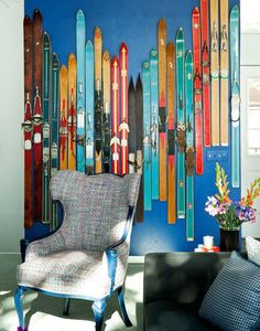 I absolutely love the wall of colorful, vintage skis in Tony Hawk's Ski House! I have a lot of old skis and is wondering what to do with them, so maybe I can make a ski wall similar to this? Not too sure if it will fit in an Oslo City apartment though. Cute Dorm Rooms, Cool Rooms, Chalet Ski, Ski Chalet Decor, Farmhouse Side Table, Decoration Design, Home Look, Living Room Designs, Room Decor