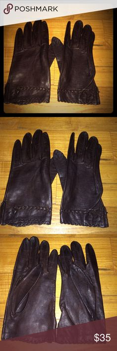 Vintage chocolate brown gloves with bows! Excellent condition! Vintage Accessories Gloves & Mittens