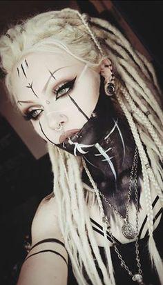 (notitle) - Halloween Makeup - Painting Tips Sfx Makeup, Costume Makeup, Makeup Art, Witch Makeup, Makeup Style, Makeup Ideas, Viking Makeup, Reindeer Makeup, Warrior Makeup