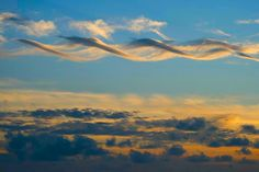 Another DNA cloud. I've asked around, and the best guess for this one is that we're looking at a cirrus cloud caught in an eddy - I fucking love science Storm Clouds, Sky And Clouds, Cirrus Cloud, Weather Cloud, Natural Phenomena, Beautiful Sky, Science And Nature, Natural World, Amazing Nature