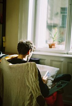 Read Chicos leyendo from the story Fotos para tus novelas by LauraFco (C) with reads. Writing Inspiration, Character Inspiration, Ragnor Fell, Guys Read, Book Aesthetic, Book Photography, Cinematic Photography, Cute Boys, Books To Read