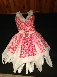 my 8 yr old made a Target Plastic bag dress just like this! Recycled Costumes, Recycled Dress, Recycled Clothing, Carnaval Costume, Crazy Dresses, Photos Of Dresses, Recycled Fashion, Inspiration Mode, Fashion Project