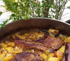 .. Χοιρινές μπριζόλες στο φούρνο λουκουμάκι ..!!! Υλικα Χοιρινές μπριζόλες Πατάτες 1 πιπεριά σε κομμάτια 1 κρεμμύδι σε κομμάτια 1ντομάτα σε ... Pot Roast, Ethnic Recipes, Food, Carne Asada, Roast Beef, Essen, Meals, Yemek, Eten