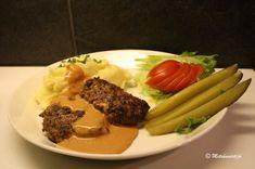Jauhelihapihvit Moskovasta - Kotikokki.net - reseptit Koti, Soldiers, Butterfly, Beef, Meat, Butterflies, Steak