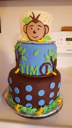 Super cute monkey themed first birthday cake and smash cake!