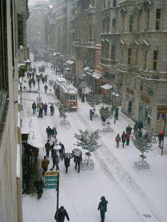 Kar yağarken İstiklal Caddesi,Beyoğlu